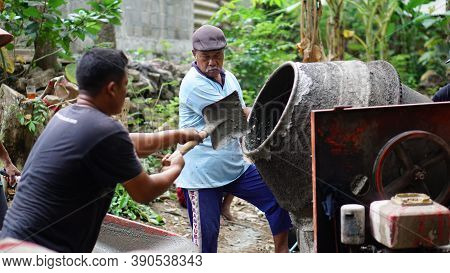 Yogyakarta, Indonesia. September 24, 2019: The People Of Bangunjiwa Bantul Village Worked Together T