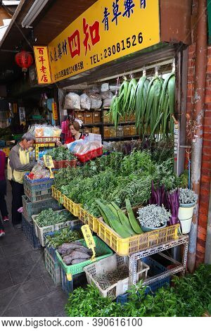 Taipei, Taiwan - December 4, 2018: Herb Market In Taipei, Taiwan. The Herb Lane Is A Specialty Chine