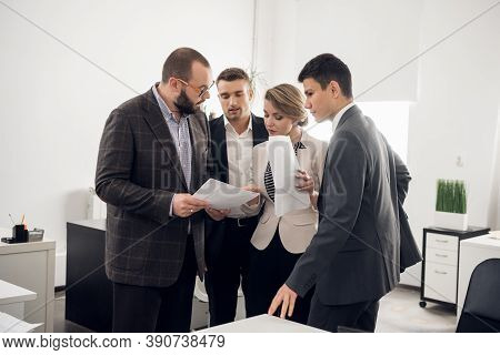 The Business Coach Instructs Trainees In A Spacious Office. Training Of Newcomers, Internships In A