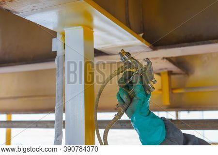 Painted, Corroded, Anti-corrosion, With Spray Guns On The Production Platform To Extend The Life Of
