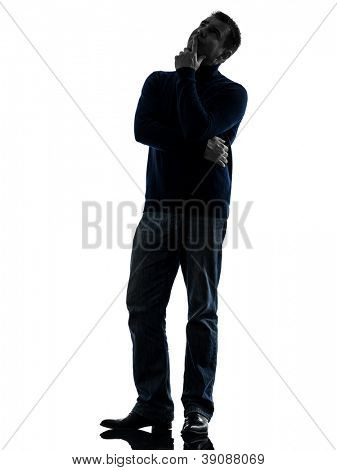 ein Causasian Mann zweifelhaft denken in voller Länge in Silhouette Studio isolated on white background