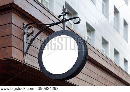 Blank Minimal Circular Shop Signboard Mockup For Design. Street Hanging Sign Board For Logo Presenta