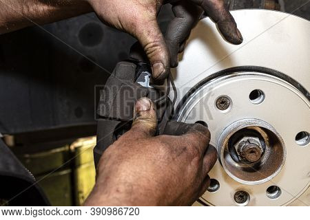New Brake Disc With An Anti-corrosion Layer, Mounted On The Front Hub, Installing The Brake Pads, Pu