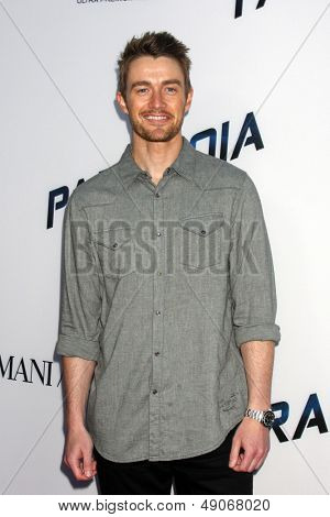 LOS ANGELES - AUG 8:  Robert Buckley arrives at the