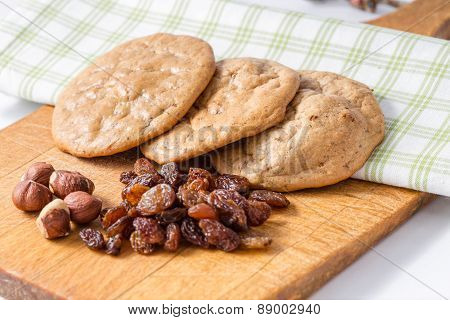 Gluten's Cookies With Raisins And Hazelnuts