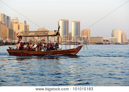 Dubai, Uae - September 10: The Traditional Abra Boat With People In Dubai Creek On September 10, 201
