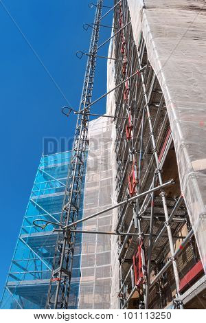 Scaffolding with safety net