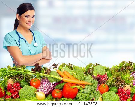 Doctor woman with vegetables. Healthy diet and nutrition.