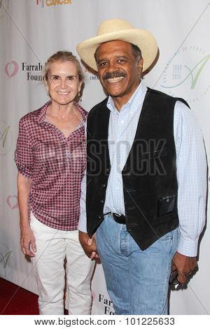 LOS ANGELES - SEP 9:  Mary Lange, Ted Lange at the Farrah Fawcett Foundation Fiesta at the Wallis Annenberg Center on September 9, 2015 in Beverly Hills, CA