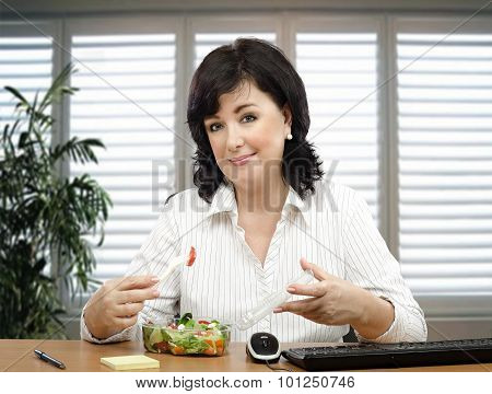Black haired woman promoting fresh salad for office lunch