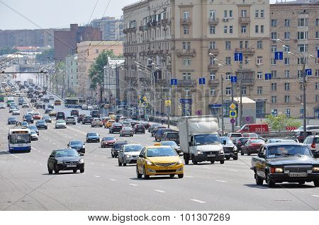 Moscow, Russia - 15.06.2015. Traffic On The Garden Ring. Sadovoe Koltso -circular Main Street In Cen