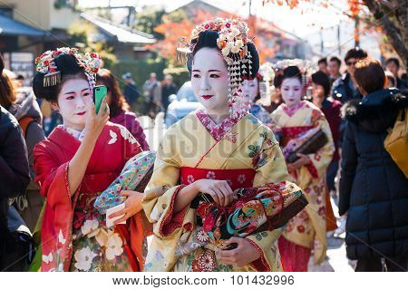 Traditional Geishas