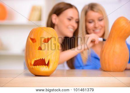 Nice friends craving the pumpkin