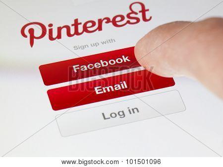 Logging in the Pinterest app
