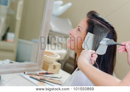 Dyeing lady's hair