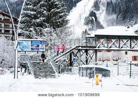 Signpost to Montenvers Mer de Glace in winter