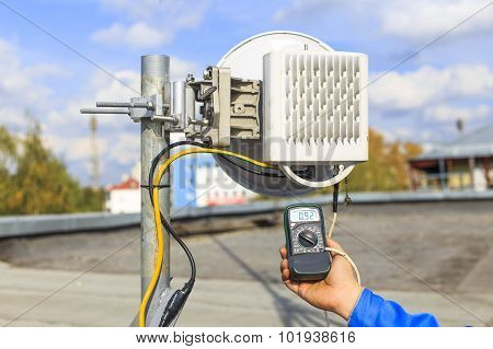 troubleshooting of telecommunications equipment