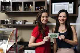 Pequeñas empresas: Propietarios de un café con efectivo