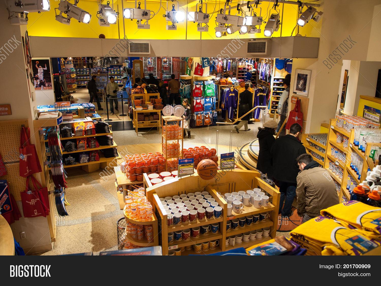 hot sale online 63156 95e03 NEW YORK CITY - Dec 16, 2010: Image & Photo (HD) | Bigstock