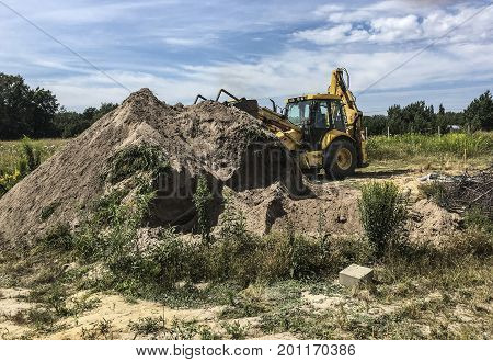 Excavation of water connections on the construction of a detached house