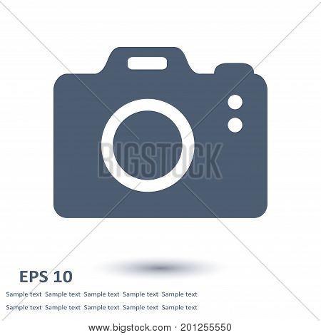 Photo camera symbol. DSLR camera sign icon. Digital camera. Flat design style.