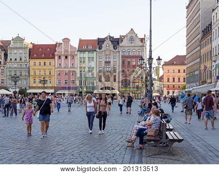 WROCLAW POLAND - AUGUST 15 2017: Tourists At Rynek Market Square In Wroclaw