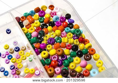 Making colorful bracelets for children, making bracelets and ornaments from colorful beads, making necklaces and bracelets from colorful beads,