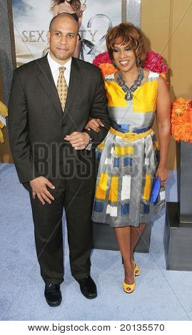 """NEW YORK - MAY 24: TV personality Gayle King and Mayor of Newark Cory Booker attend the premiere of """"Sex and the City 2"""" at Radio City Music Hall on May 24, 2010 in New York City."""