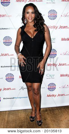 NEW YORK - JUNE 13: Vivica A. Fox attends the 3rd annual Geminis Give Back at 1OAK on June 13, 2010 in New York City.