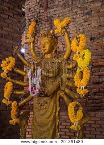 Statue Of golden sixteen Arms Guanyin ( Shiva Buddha Cundi Bodhisattva ).