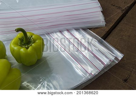 Refrigerator bag,  locked refrigerator bag pictures,Pictures of stuffed peppers prepared for deep freze Stuffed peppers placed in a refrigerator bag