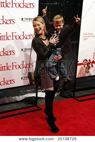 """NEW YORK - DECEMBER 15: Teri Polo and Brian Baiocchi attend the world premiere of """"Little Fockers"""" at the Ziegfeld Theatre on December 15, 2010 in New York City."""