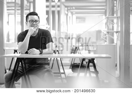 Asian men are sitting thinking something on the table.