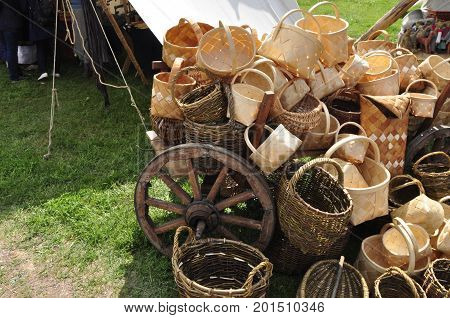 wheel, grass, transport, carrying, wood, craft, cart, table, basket.