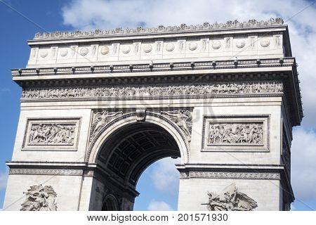 arc de triomphe in paris france in summer