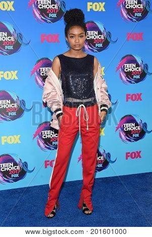 LOS ANGELES - AUG 13:  Yara Shahidi arrives for the Teen Choice Awards 2017 on August 13, 2017 in Los Angeles, CA