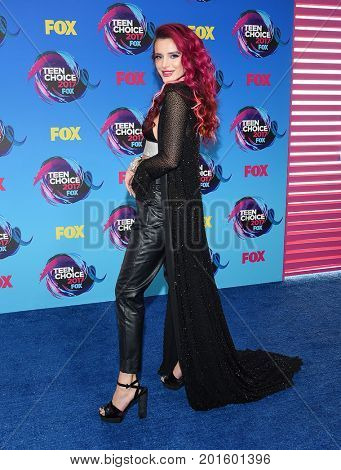 LOS ANGELES - AUG 13:  Bella Thorne arrives for the Teen Choice Awards 2017 on August 13, 2017 in Los Angeles, CA