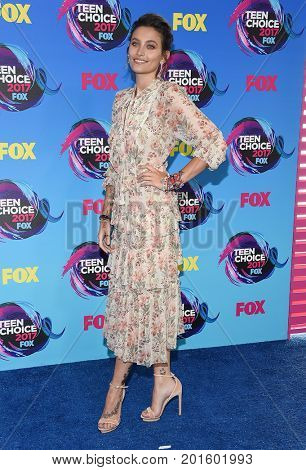 LOS ANGELES - AUG 13:  Paris Hilton arrives for the Teen Choice Awards 2017 on August 13, 2017 in Los Angeles, CA