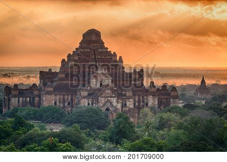 Sunrise over Dhammayangyi Pahto Temple and many other pagodas in the ancient city of Bagan, Myanmar.