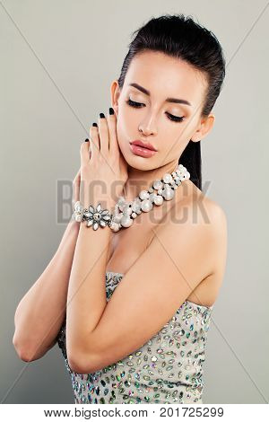 Fashion Portrait of Glamorous Model Pretty Face. Pretty Woman with Prom Cloth and Jewelry