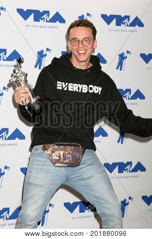 LOS ANGELES - AUG 27:  Logic, Sir Robert Bryson Hall II at the MTV Video Music Awards 2017 at The Forum on August 27, 2017 in Inglewood, CA