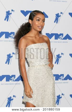 LOS ANGELES - AUG 27:  Yara Shahidi at the MTV Video Music Awards 2017 at The Forum on August 27, 2017 in Inglewood, CA