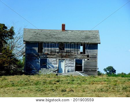 weathered abandoned family home rural dwelling windows