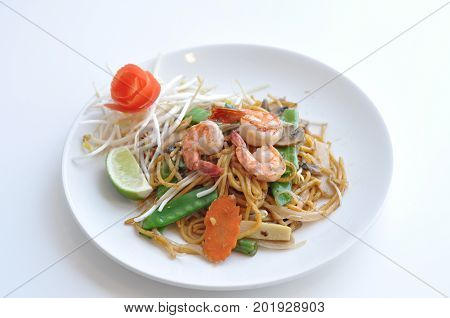 Mi Xao. Lo mein noodles stir-fried with your choice of meat chicken, beef or tofu and mixed vegetables.