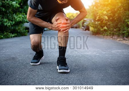 Men With Knee Pain While Jogging,men With Knee Pain While Jogging