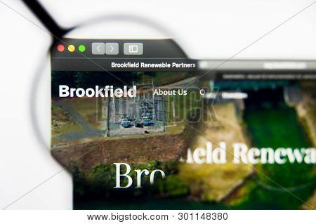 Richmond, Virginia, Usa - 9 May 2019: Illustrative Editorial Of Brookfield Renewable Partners L.p. W