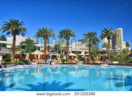 Las Vegas, Usa - March 18, 2018 :  Outdoor Swimming Pool At Mgm Grand Hotel In Las Vegas.
