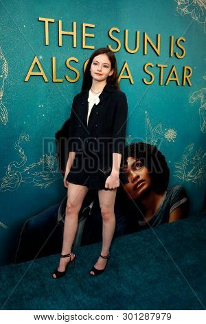 LOS ANGELES - MAY 13:  Mackenzie Foy at the