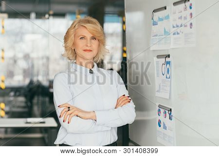Advanced Corporate Training. Sales Analysis. Confident Coach Business Lady Ready For Meeting. Infogr