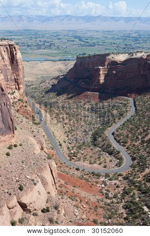 Rimrock Drive in Colorado National Monument